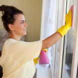 Чем отмыть скотч с профиля пластикового окна?